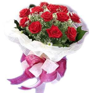 Batman çiçek satışı  11 adet kırmızı güllerden buket modeli