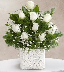9 beyaz gül vazosu  Batman çiçek satışı