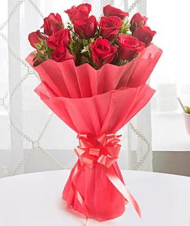 12 adet kırmızı gülden modern buket  Batman çiçek yolla