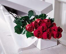 Batman çiçek satışı  özel kutuda 12 adet gül
