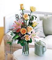 Batman çiçek , çiçekçi , çiçekçilik  cam yada mika vazo içerisinde gül kazablanka