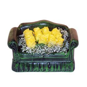 Seramik koltuk 12 sari gül   Batman ucuz çiçek gönder
