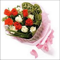 5 kirmizi 5 beyaz güllerden   Batman online çiçek gönderme sipariş