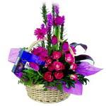 çikolata ve sepette çiçek   Batman çiçek gönderme sitemiz güvenlidir