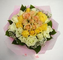 sari ve beyaz gül karisimda   Batman çiçek , çiçekçi , çiçekçilik