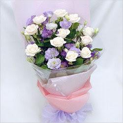 Batman internetten çiçek satışı  BEYAZ GÜLLER VE KIR ÇIÇEKLERIS BUKETI