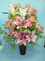 Batman internetten çiçek satışı  cam vazo içerisinde 21 gül 1 kazablanka