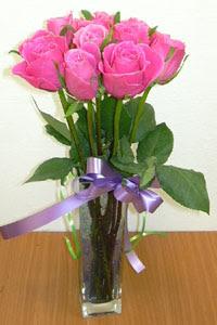 cam vazo içerisinde 11 adet gül  Batman internetten çiçek satışı