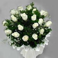 Batman hediye çiçek yolla  11 adet beyaz gül buketi ve bembeyaz amnbalaj