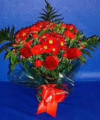 Batman hediye çiçek yolla  3 adet kirmizi gül ve kir çiçekleri buketi
