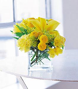 Batman ucuz çiçek gönder  sarinin sihri cam içinde görsel sade çiçekler