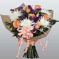 güller ve kir çiçekleri demeti   Batman çiçekçiler