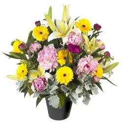 karisik mevsim çiçeklerinden vazo tanzimi  Batman uluslararası çiçek gönderme