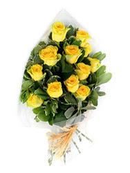 Batman güvenli kaliteli hızlı çiçek  12 li sari gül buketi.
