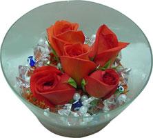Batman 14 şubat sevgililer günü çiçek  5 adet gül ve cam tanzimde çiçekler