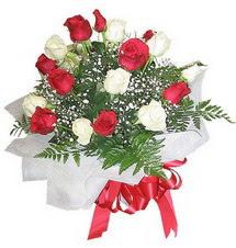 Batman çiçek , çiçekçi , çiçekçilik  12 adet kirmizi ve beyaz güller buket