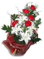 Batman kaliteli taze ve ucuz çiçekler  5 adet kirmizi gül 1 adet kazablanka çiçegi buketi