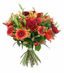 Batman çiçek gönderme  3 adet kirmizi gül ve karisik kir çiçekleri demeti