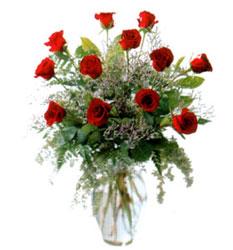 Vazo içerisinde 11 kirmizi gül  Batman çiçek siparişi vermek