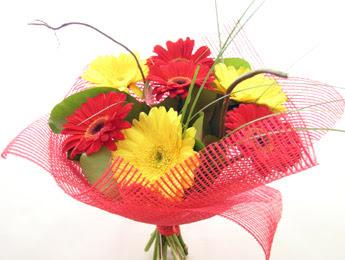 9 adet gerbera çiçeklerinden buket  Batman çiçek satışı