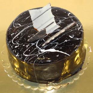 pasta gönder 4 ile 6 kisilik parça çikolatali yaspasta  Batman internetten çiçek siparişi