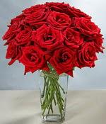 Batman çiçek siparişi sitesi  Sevdiklerinize özel ürün 12 adet cam içerisinde kirmizi gül  Batman hediye çiçek yolla