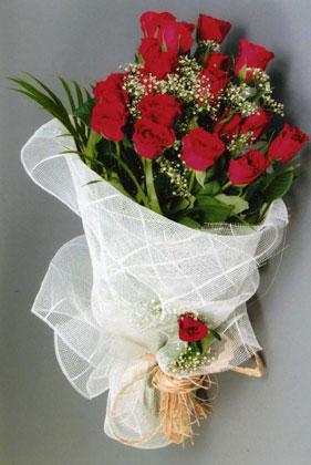 10 adet kirmizi güllerden buket çiçegi  Batman yurtiçi ve yurtdışı çiçek siparişi