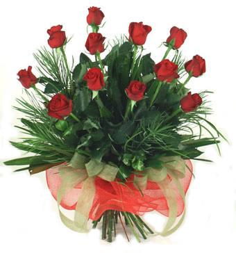 Çiçek yolla 12 adet kirmizi gül buketi  Batman güvenli kaliteli hızlı çiçek