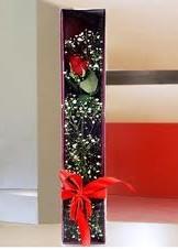 kutu içinde tek kirmizi gül  Batman çiçek online çiçek siparişi