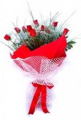 Batman İnternetten çiçek siparişi  9 adet kirmizi gül buketi demeti