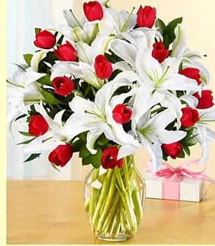 Batman çiçek siparişi sitesi  3 kazablanka 10 kırmızı gül vazosu