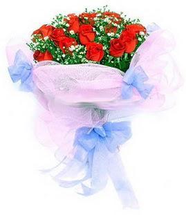 Batman çiçek siparişi sitesi  11 adet kırmızı güllerden buket modeli