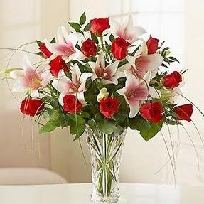 Batman çiçek mağazası , çiçekçi adresleri  12 adet kırmızı gül 1 dal kazablanka çiçeği