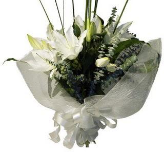 Batman çiçekçi mağazası  2 dal kazablanka çiçek buketi