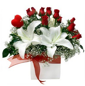 Batman çiçekçi mağazası  1 dal kazablanka 11 adet kırmızı gül vazosu