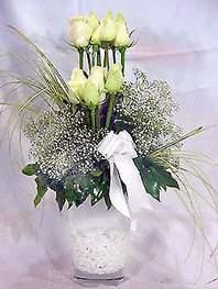 Batman online çiçek gönderme sipariş  9 adet vazoda beyaz gül - sevdiklerinize çiçek seçimi