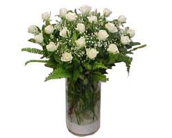 Batman yurtiçi ve yurtdışı çiçek siparişi  cam yada mika Vazoda 12 adet beyaz gül - sevenler için ideal seçim