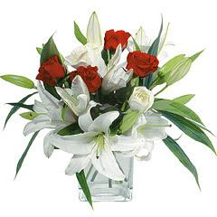 vazo içerisinde 4 gül 1 adet kazablanka  Batman online çiçek gönderme sipariş