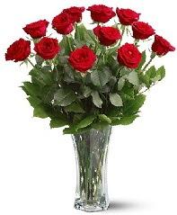 11 adet kırmızı gül vazoda  Batman internetten çiçek siparişi