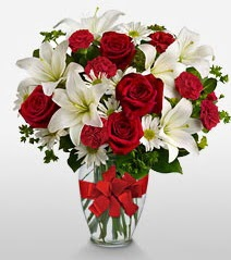 Eşsiz vazo tanzimi güller kazablankalar  Batman online çiçek gönderme sipariş