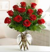 Vazo içerisinde 12 kırmızı gül  Batman çiçek satışı