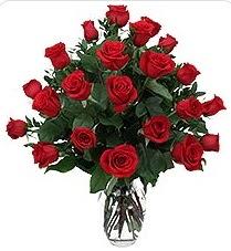 Batman çiçek siparişi sitesi  24 adet kırmızı gülden vazo tanzimi