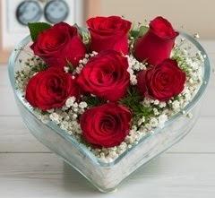 Kalp içerisinde 7 adet kırmızı gül  Batman çiçek gönderme sitemiz güvenlidir