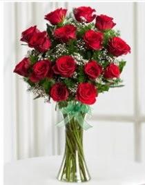 Cam vazo içerisinde 11 kırmızı gül vazosu  Batman anneler günü çiçek yolla