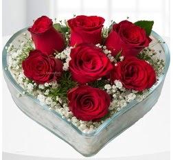 Kalp içerisinde 7 adet kırmızı gül  Batman çiçek servisi , çiçekçi adresleri