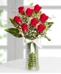 7 Adet vazoda kırmızı gül sevgiliye özel  Batman çiçek siparişi sitesi