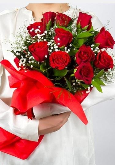 Aşk Gülleri 11 Adet kırmızı gül buketi  Batman çiçekçi telefonları