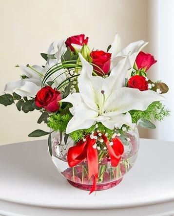 Fanus Vazoda 2 Lilyum ve 5 Gül Dansı  Batman çiçek gönderme