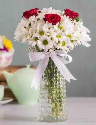 Papatya Ve Güllerin Uyumu camda  Batman çiçek gönderme sitemiz güvenlidir