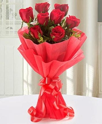 9 adet kırmızı gülden modern buket  Batman İnternetten çiçek siparişi